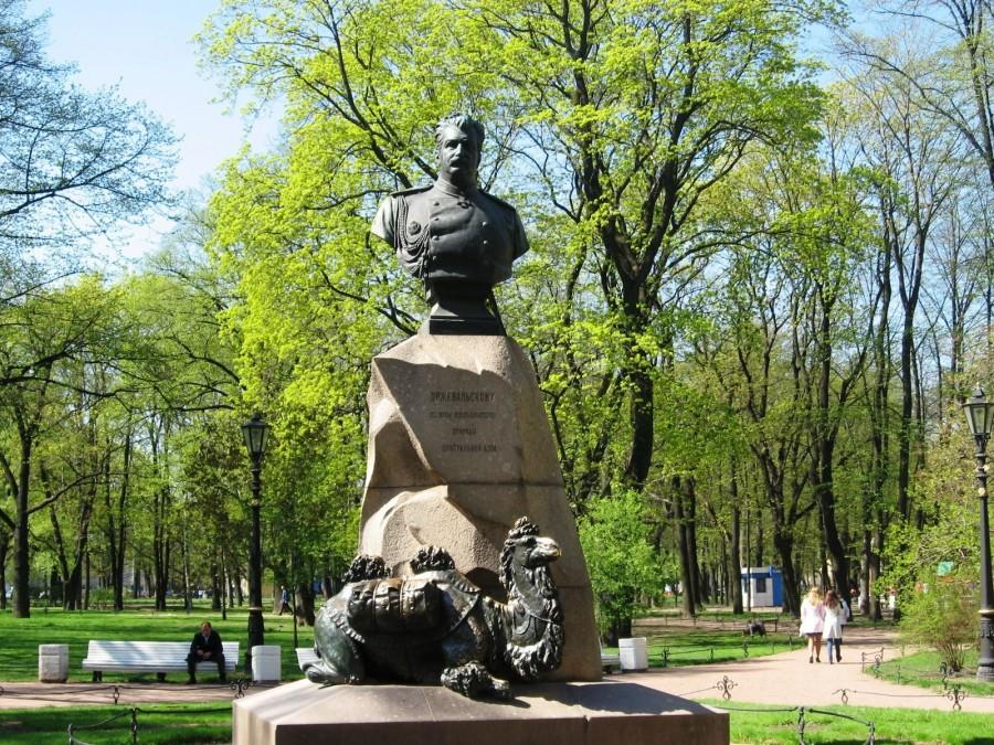 Памятник Пржевальскому в Александровском саду