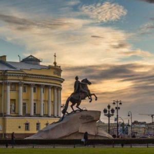 Сенатская площадь в Санкт-Петербурге: Медный всадник и декабристы