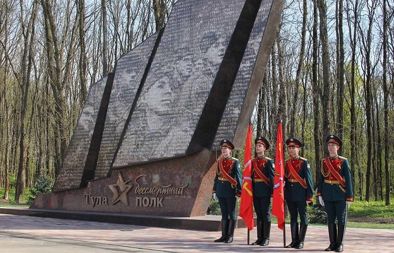 Монумент Бессмертный полк Тула