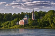 Достопримечательности Тутаева: старинные церкви и Волга