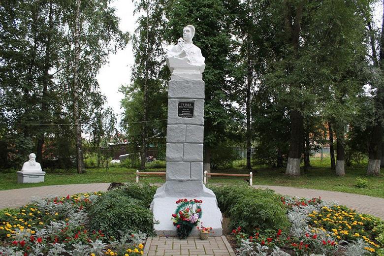 Памятник Тутаеву