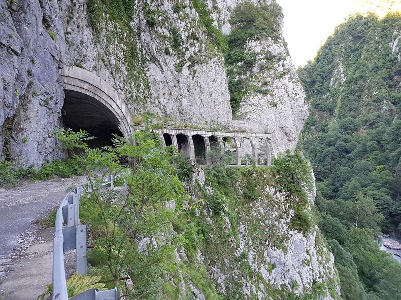 """Скальный тоннель """"Пронеси, Господи!"""""""