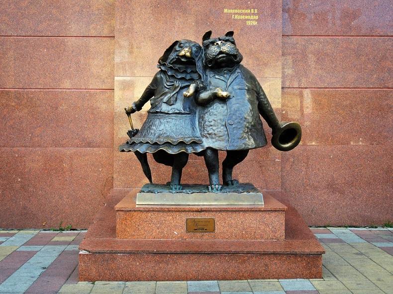 Памятник гуляющим собачкам