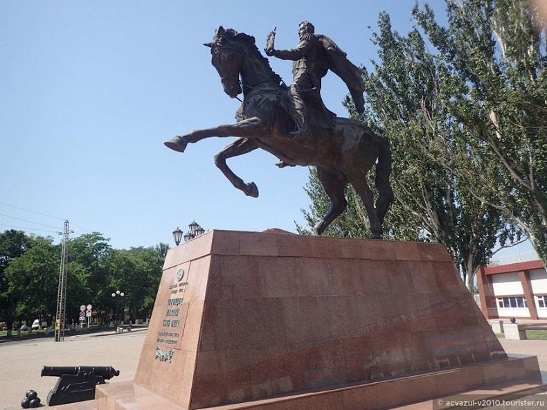 Памятник князю Воронцову Ейск