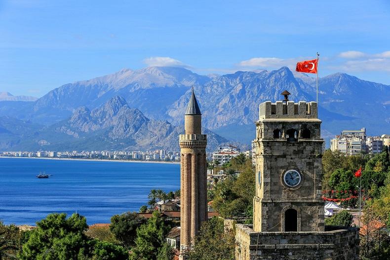 В Турции ввели всеобщий масочный режим