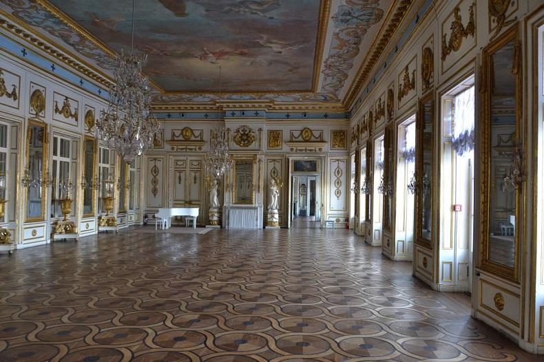 Танцевальный зал дворца Кусково