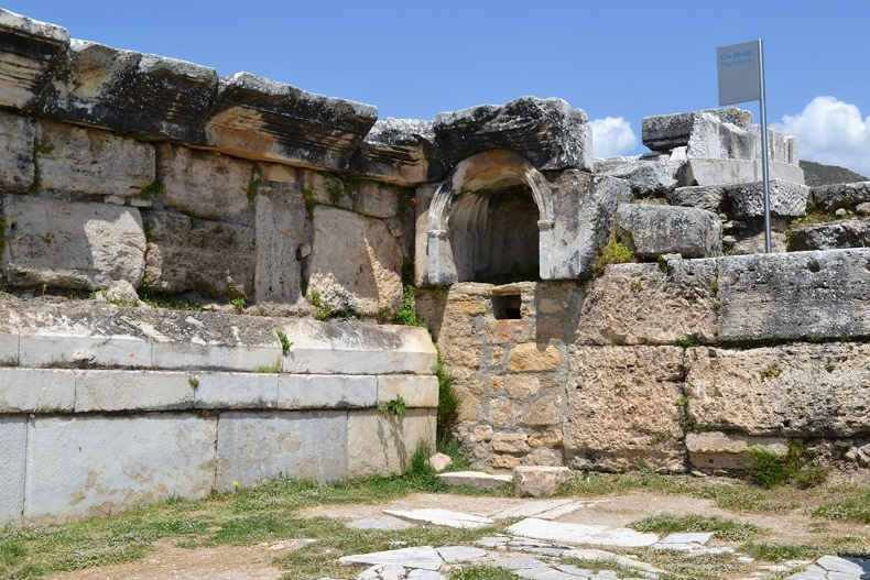 Храм Плутона
