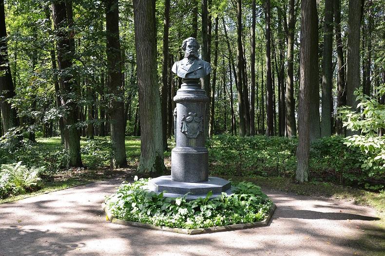 Памятник Павлу Вяземскому, Остафьево
