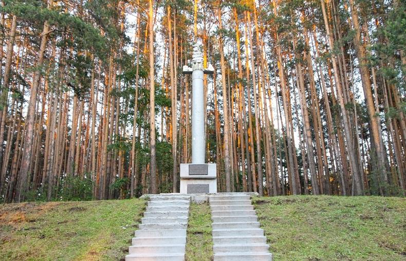 Памятник первому золотому руднику