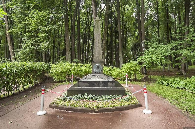 Памятник Жуковскому, Остафьево