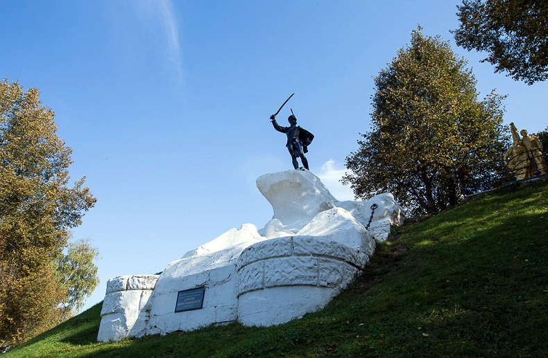 Памятник генералу И. С. Дорохову