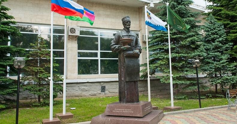 Памятник Будзинскому Анапа