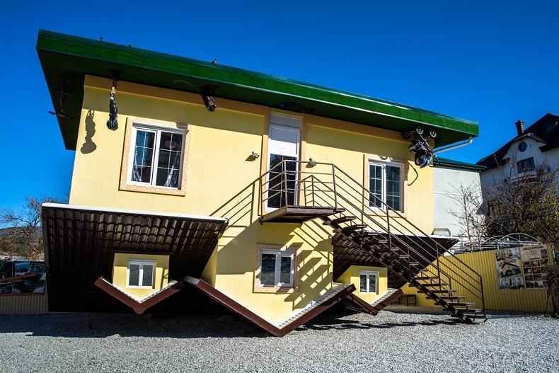 Дом вверх дном Кабардинка