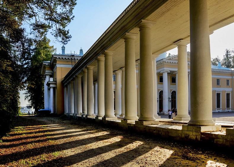 Колоннада дворца Архангельское