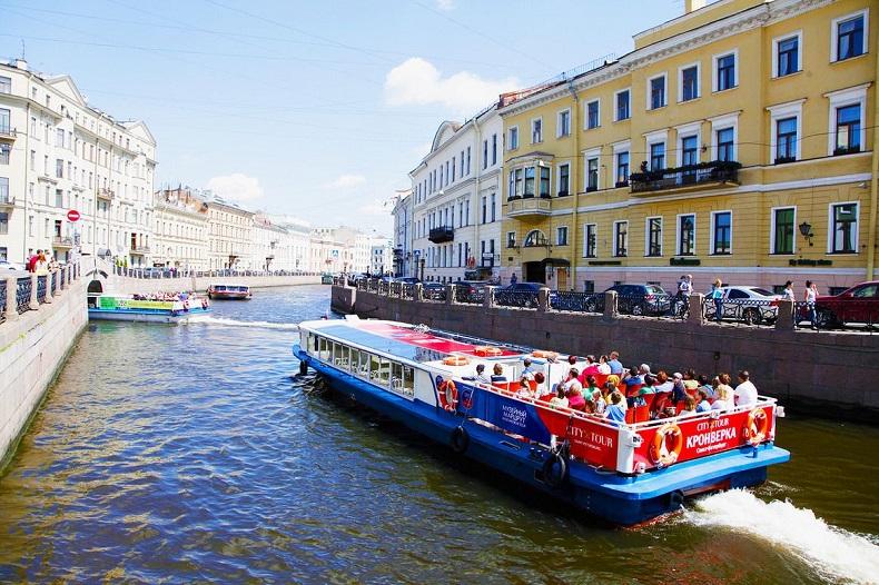 Навигация по рекам и каналам Петербурга начнется 15 апреля