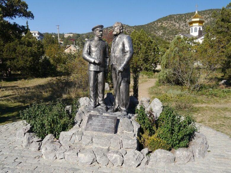 Памятник Николаю II и Голицыну Новый Свет