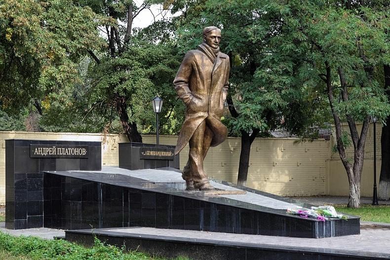 Памятник Андрею Платонову Воронеж