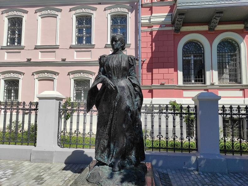 Памятник Анне Мараевой, Серпухов