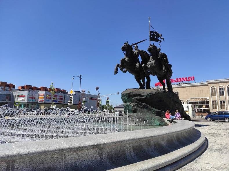 Фонтан у вокзала Серпухова