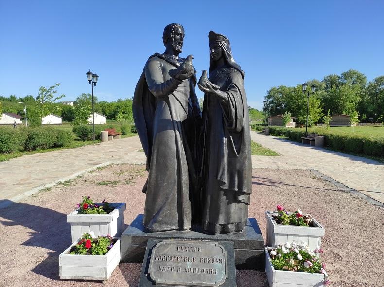 Памятник Петру и Февронии, Серпухов