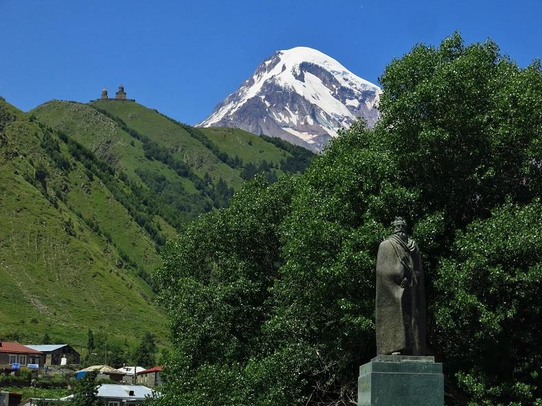 Памятник Казбеги