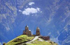 Казбеги (Степанцминда): гора Казбек и храм Гергети
