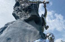 На перевале Дятлова установлен памятник погибшим студентам