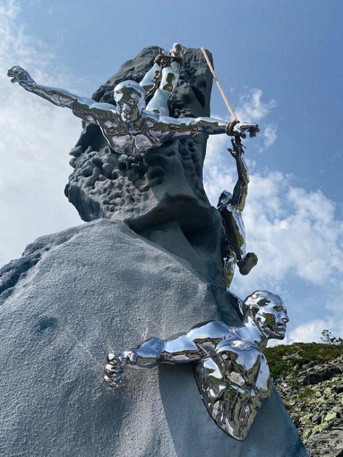 На перевале Дятлова установлен памятник