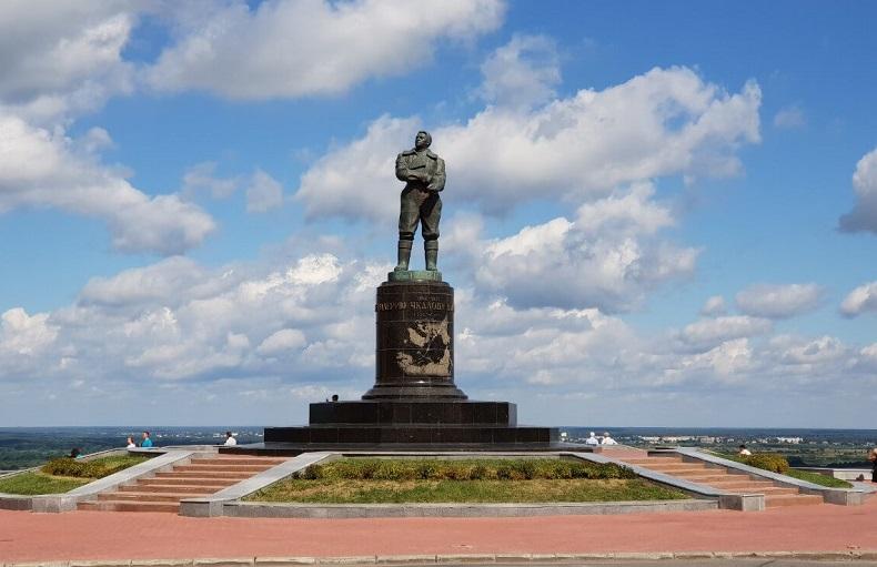Памятник Валерию Чкалову Нижний