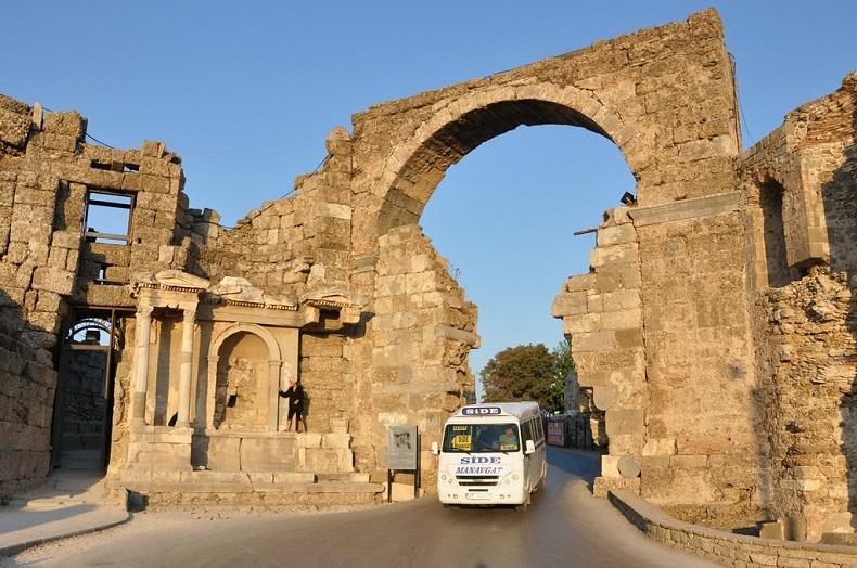 Главные городские ворота Сиде