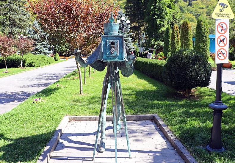 Скульптура фотографа Боржоми